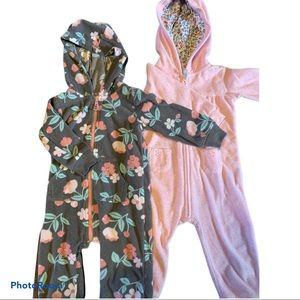 2 Carter's Baby Girl Fleece jumpsuit 12 mo…